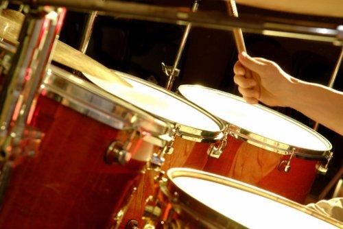 Лучшие видео уроки игры на барабанах.